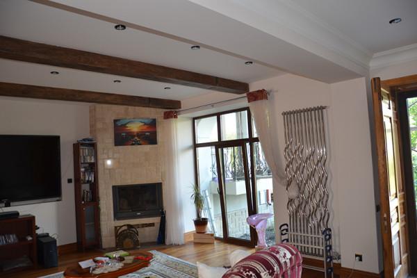 Частный дом, камин и радиатор дизайнерский